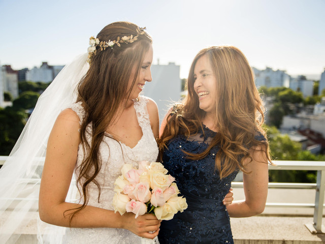 Las tareas de la madre de la novia: 5 formas para que participe de tu boda