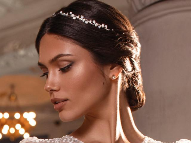 Tiara para novias: el complemento más elegante para tu peinado