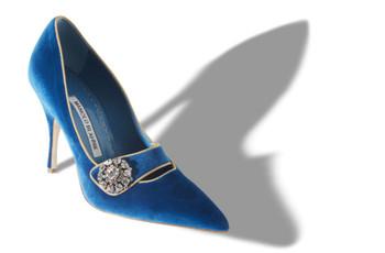 Zapatos de novia azules: complementá tu look con un toque de color