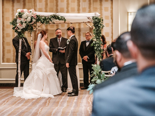 6 consejos para incluir un arco de flores en el casamiento