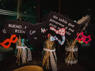 30 frases para los props, ¡animen la fiesta con carteles con frases!