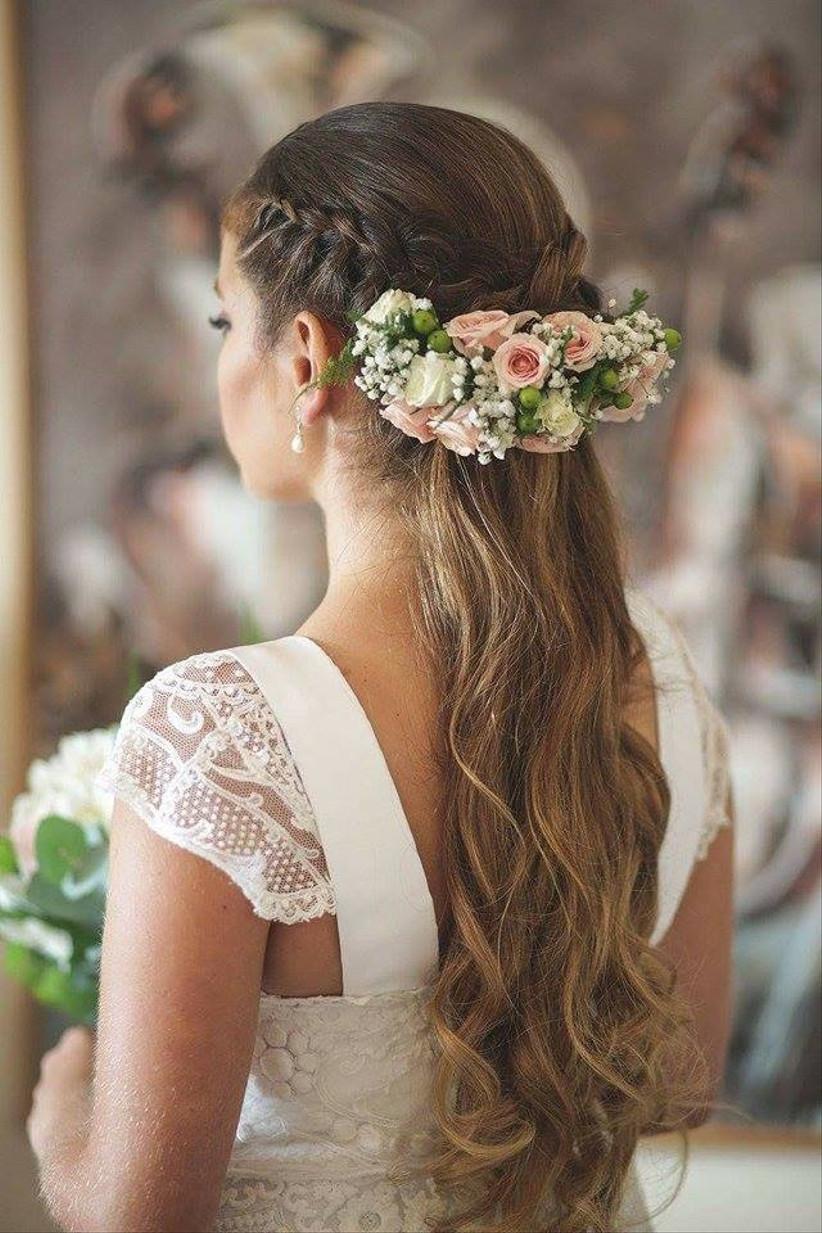Сharming peinados con flores Imagen De Consejos De Color De Pelo - Peinados de novia con flores: 5 estilos