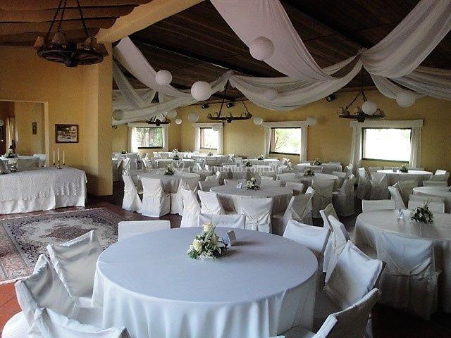 Salón con cubresillas para 200 invitados