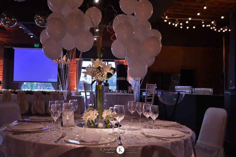 Detalle de globos en la mesa