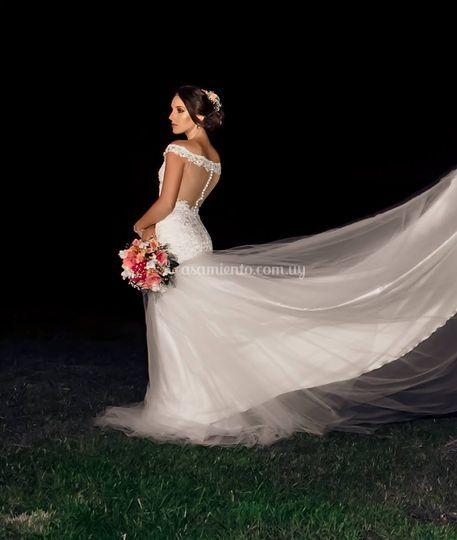 Traje novia con transparencias