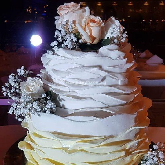Torta de bodas romántica