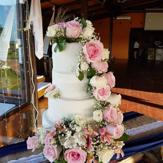 Torta bodas cascada de flores