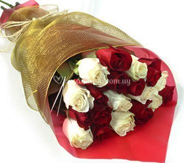 Ramos de rosas blancas y rojas