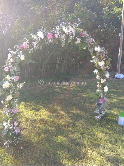 Arco flores capilla