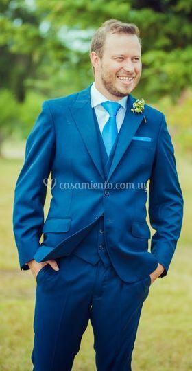 Traje azul con chaleco