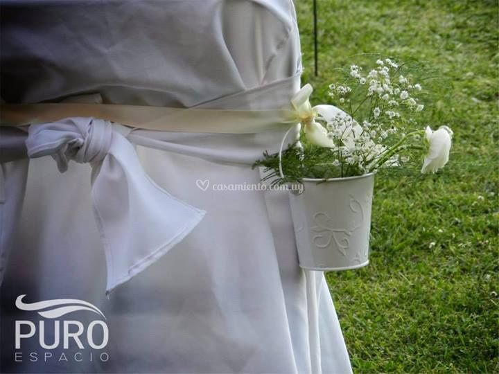 Detalle floral en las sillas