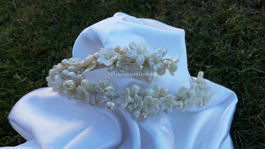 Porcelana, flor nácar y perlas
