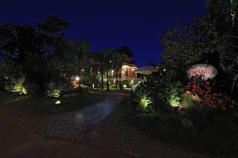 Entrada al parque de noche