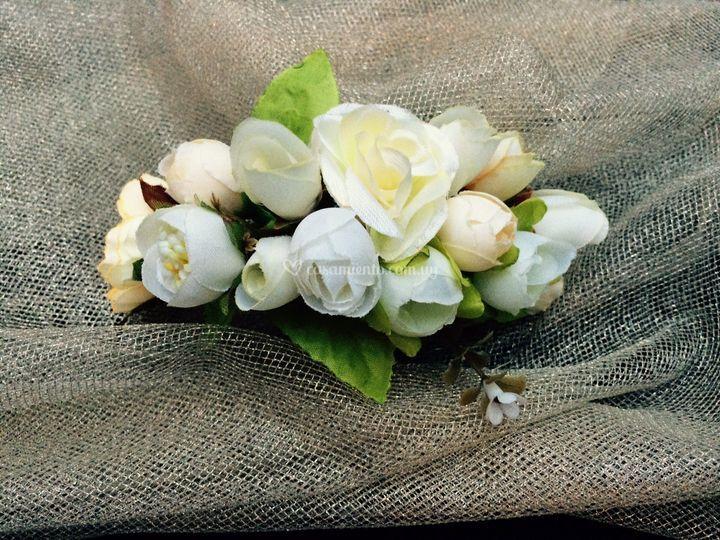 Semicorona de rosas y tulipanes