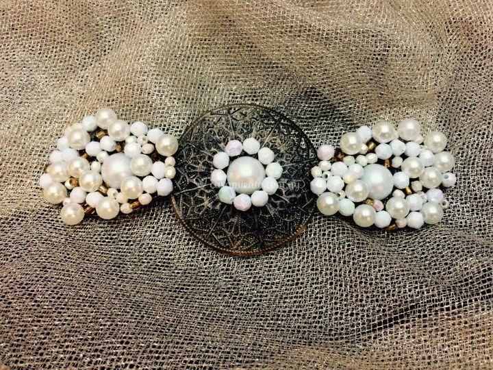 Fligrana con piedras y perlas