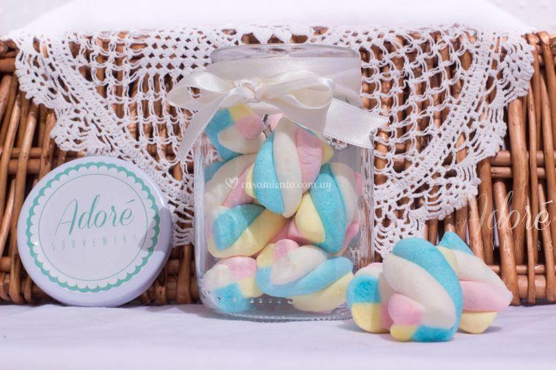 Frascos con dulces, chocolates