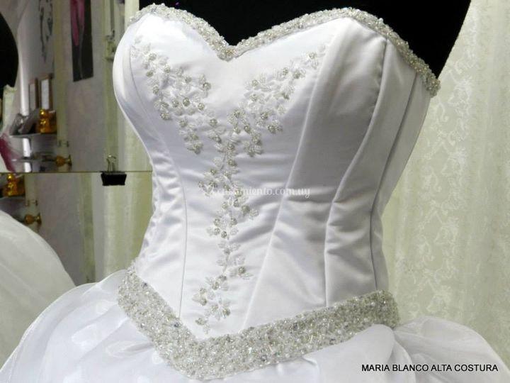 Bordado de vestidos