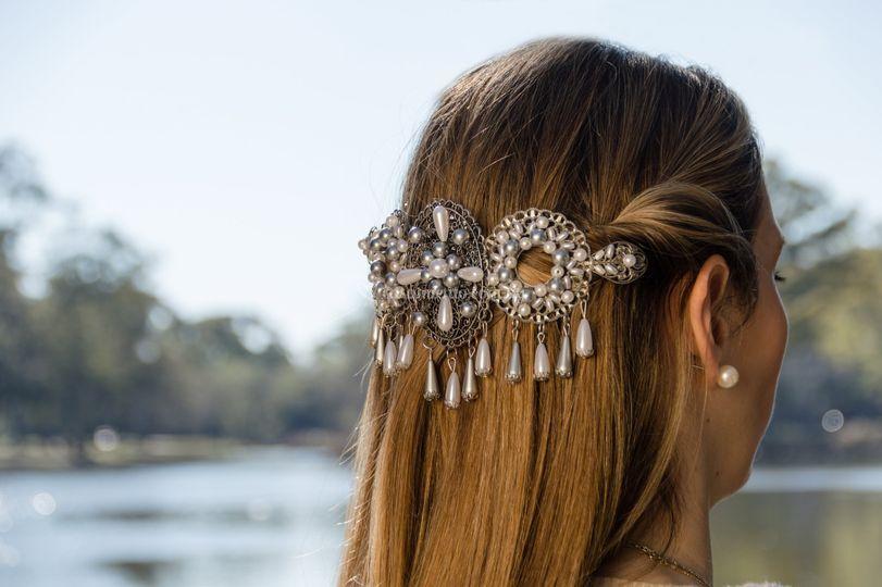 Perlas y metales peltre.
