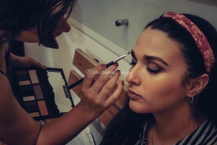 Maquillaje en tonos grisáceos
