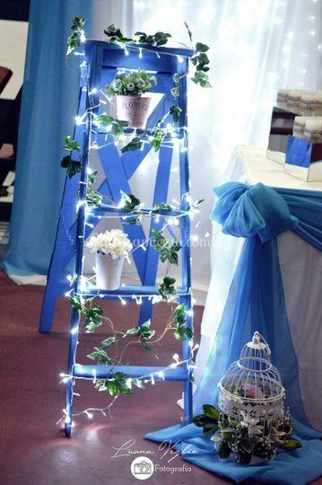 Escalera decorada con luces
