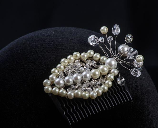 Aplique con cristales y perlas