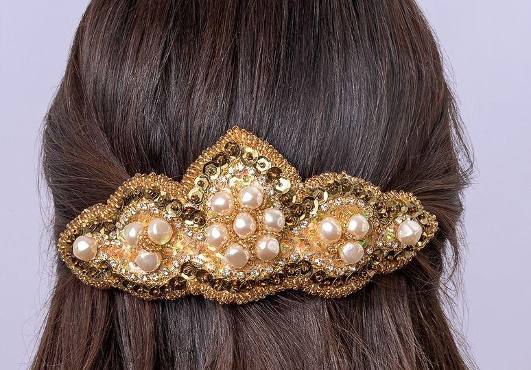 Perlas martilladas en dorado