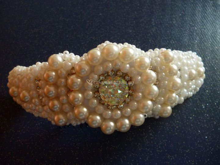 Broche en perlas y strass