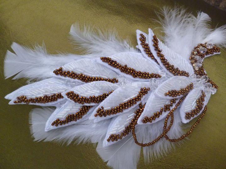 Hojas sobre base de plumas