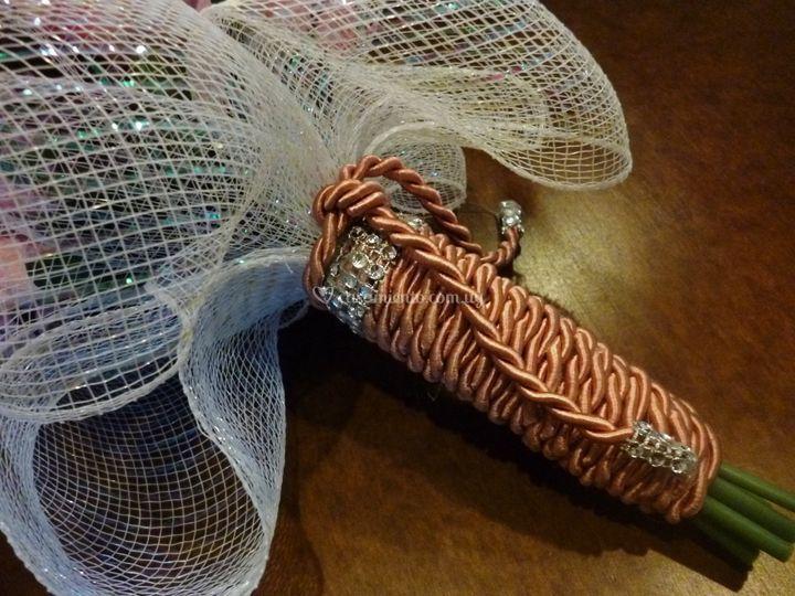 Empuñadura en cordón y strass