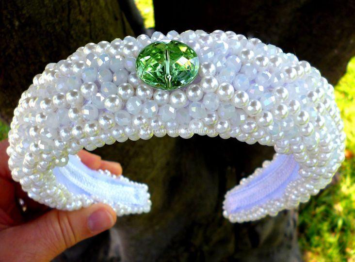 Tiara en perlas y cristales