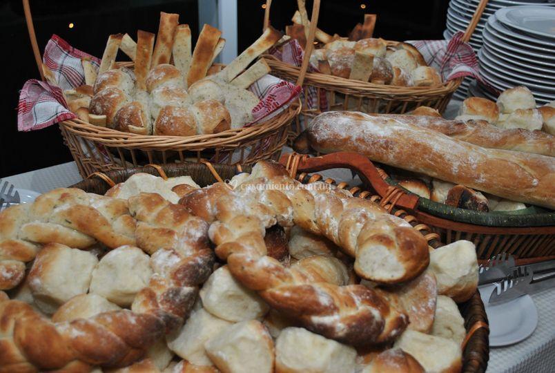 Mesa de panes y fiambres