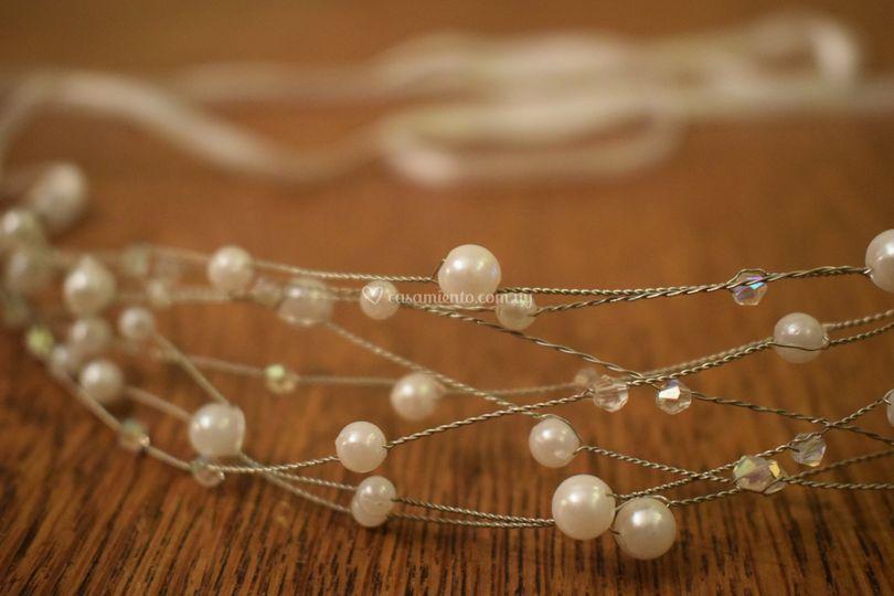 Hilos plata y perlas