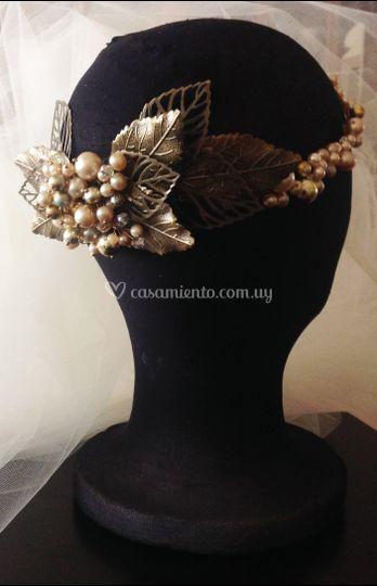 Hojas bronces y perlas
