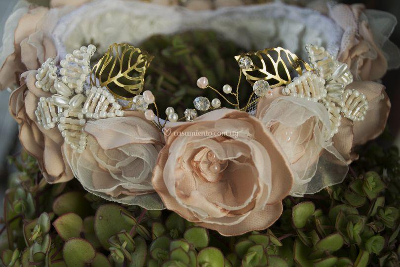 Corona de flores de tela