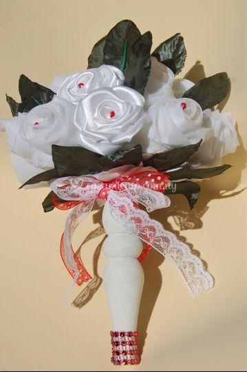 Bouquet saten y gasa blanco