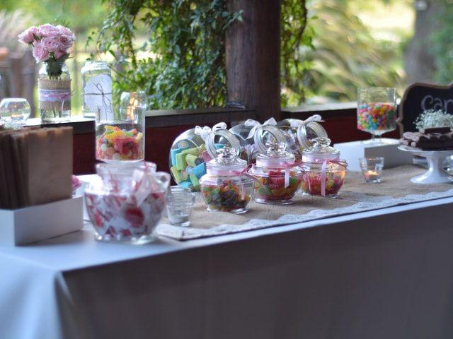 Cómo decorar la mesa de dulces del casamiento