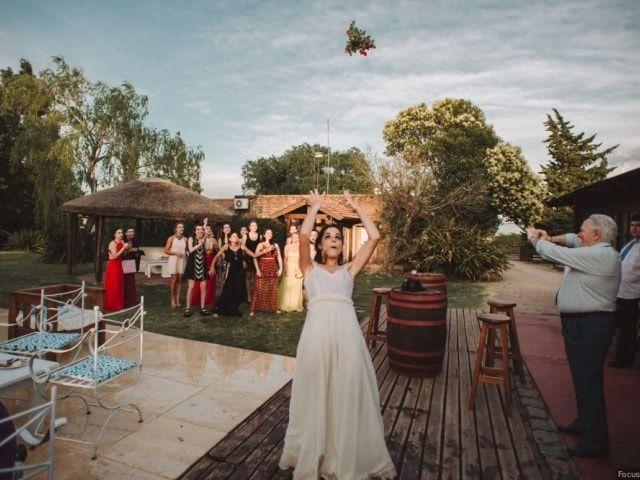 6 formas originales de lanzar el ramo de novia