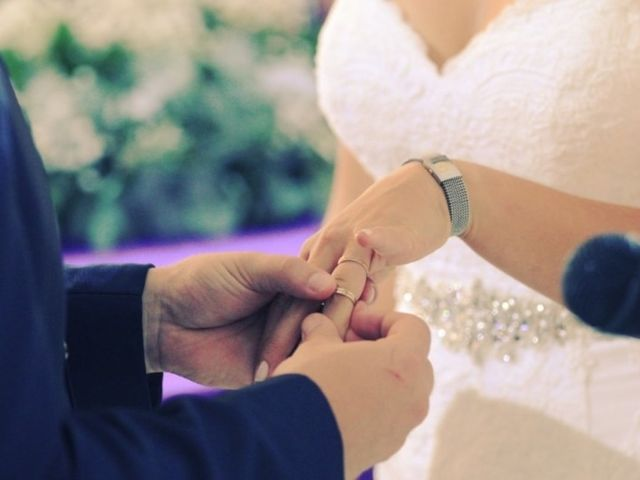 ¿En qué dedo se usa la alianza de casamiento?