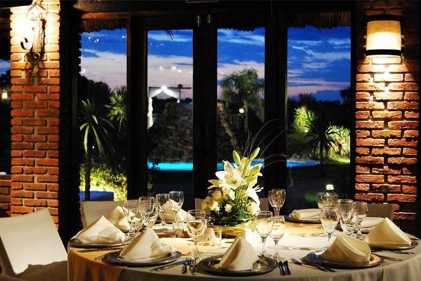 Arreglo floral y decoración de las mesas